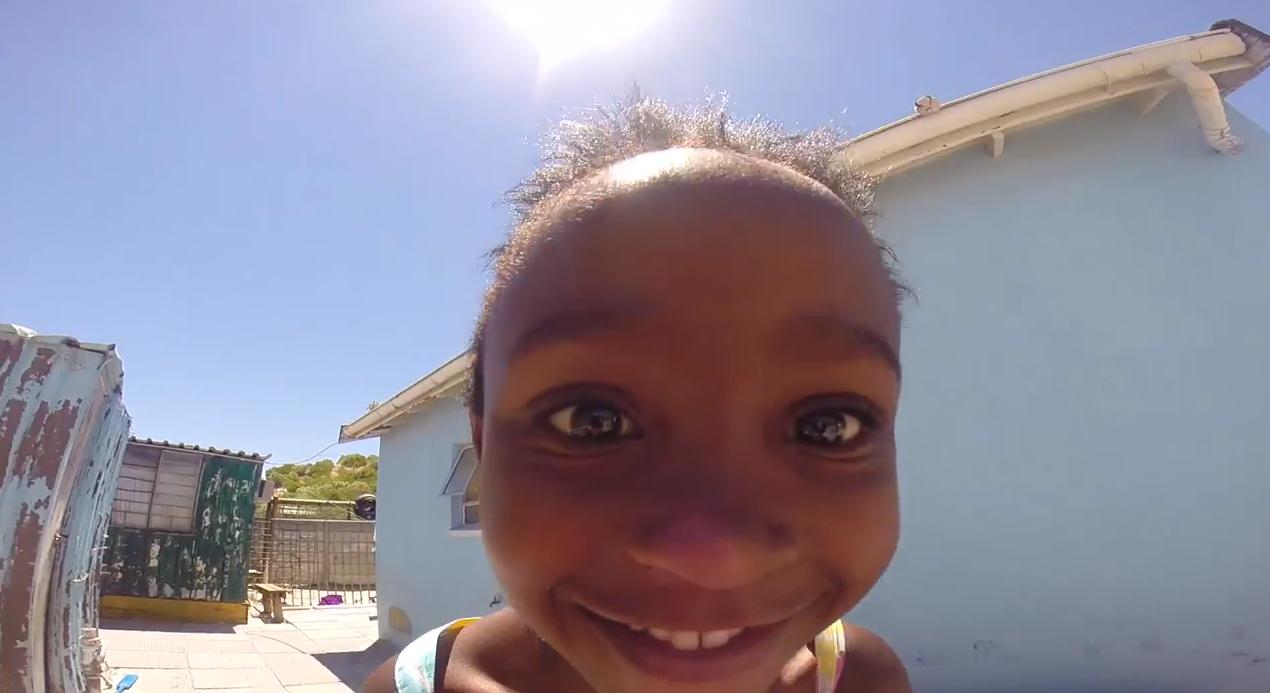 la vid o du jour faire sourire des enfants dans un orphelinat d afrique du sud yzgeneration. Black Bedroom Furniture Sets. Home Design Ideas