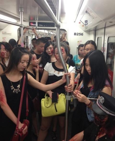 Shanghai-Zombies-Metro-4