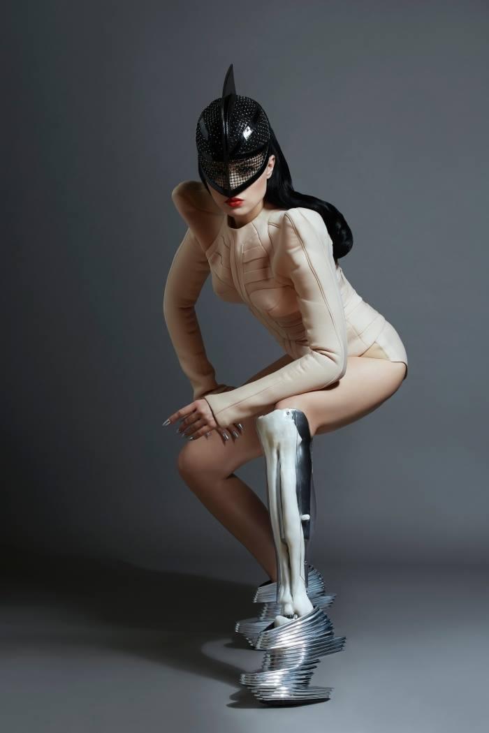 Viktoria-Modesta-3