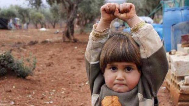 Syrie-Enfant-Camera-Arme-Rend