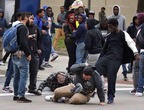 Baltimore-Noirs-Blancs-Attaques-2