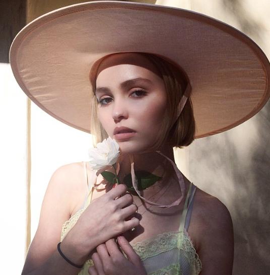 Lily-Rose-Paradis-Depp-3