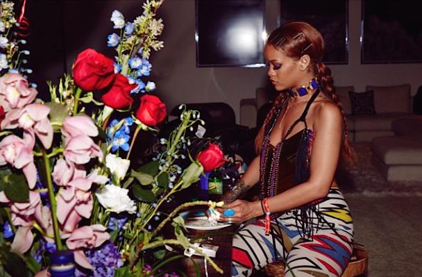Rihanna-Rousse-3