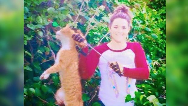 kristen lindsey v t rinaire elle tue un chat d une fl che et pose avec sur facebook. Black Bedroom Furniture Sets. Home Design Ideas