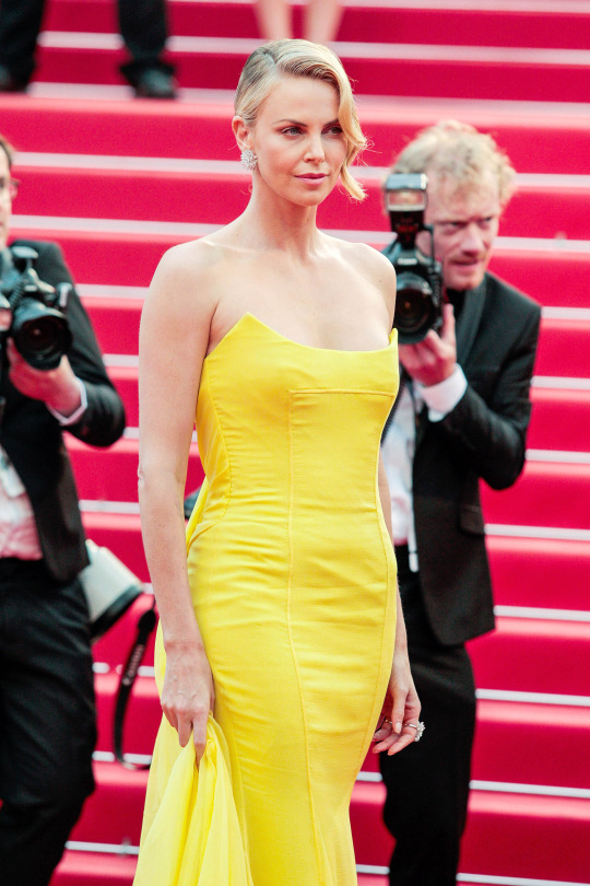 Cannes-2015-Charlize-Theron-4