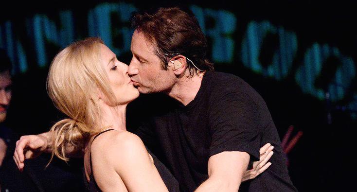 8 couples d'ados s'embrassent devant la camra - Czamfr