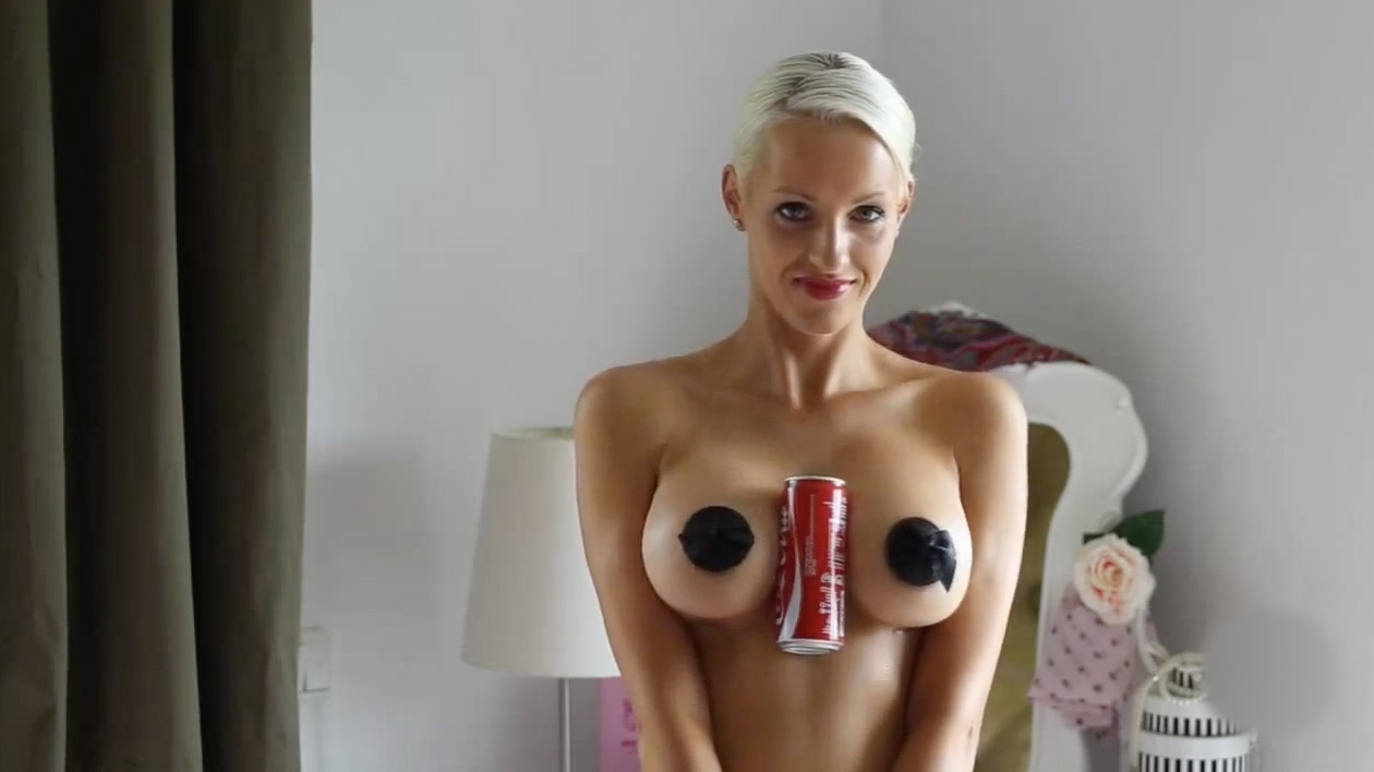 Hold-Coke-Boobs-Challenge-6