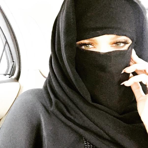 Khloe-Kardashian-Selfie-Niqab-1