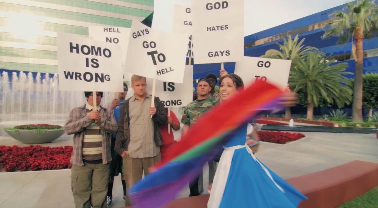 La-Belle-Et-La-Bete-Gay-Parodie-Todrick-Hall-1