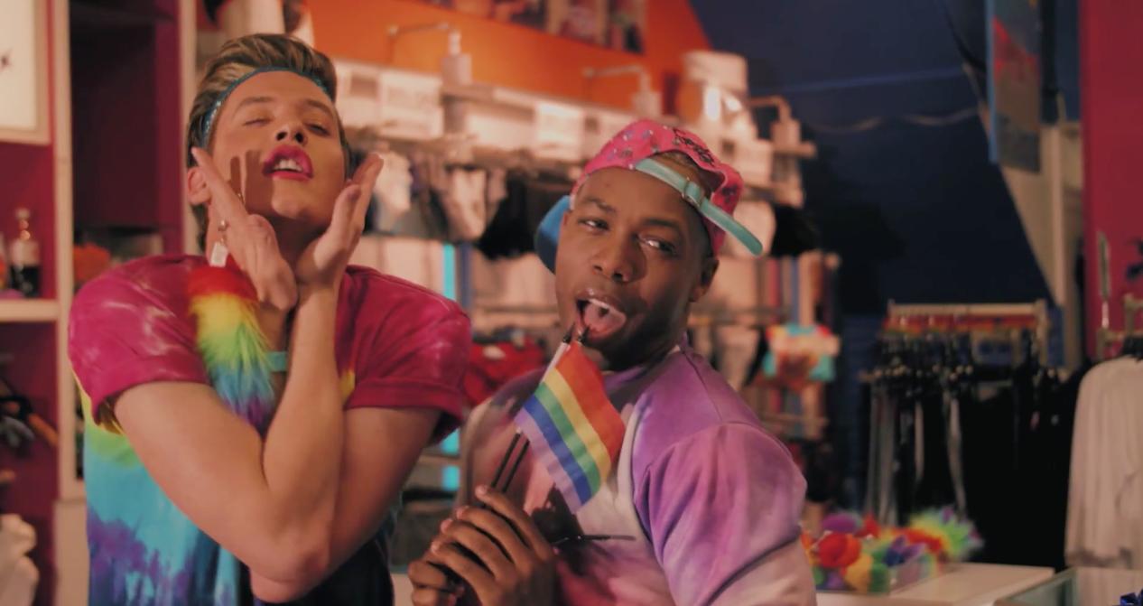 La-Belle-Et-La-Bete-Gay-Parodie-Todrick-Hall-2