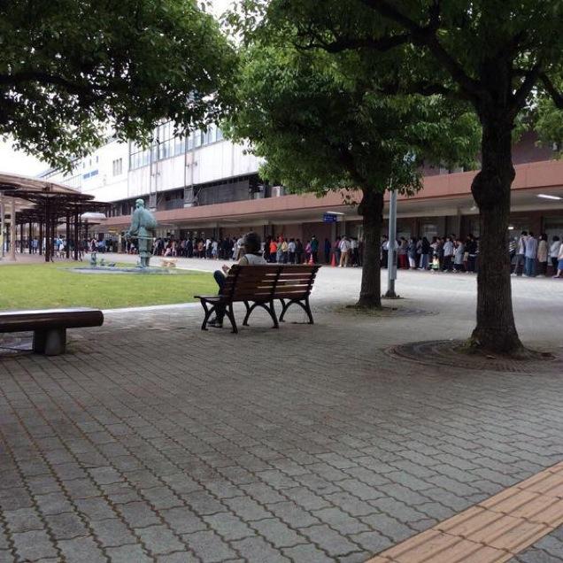 Queue-Starbucks-Japon-Tottori-1