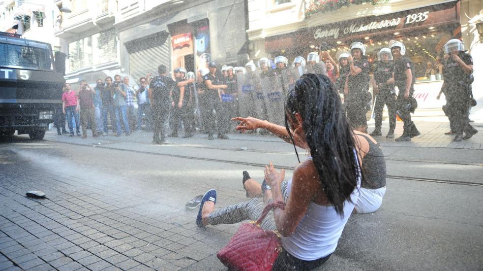 Gay-Pride-2015-Turquie