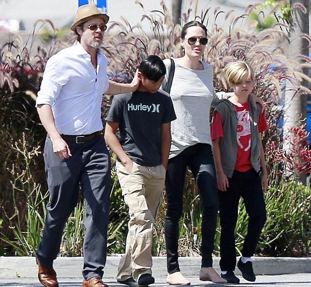 Brad-Pitt-Angelina-Jolie-Subway-4