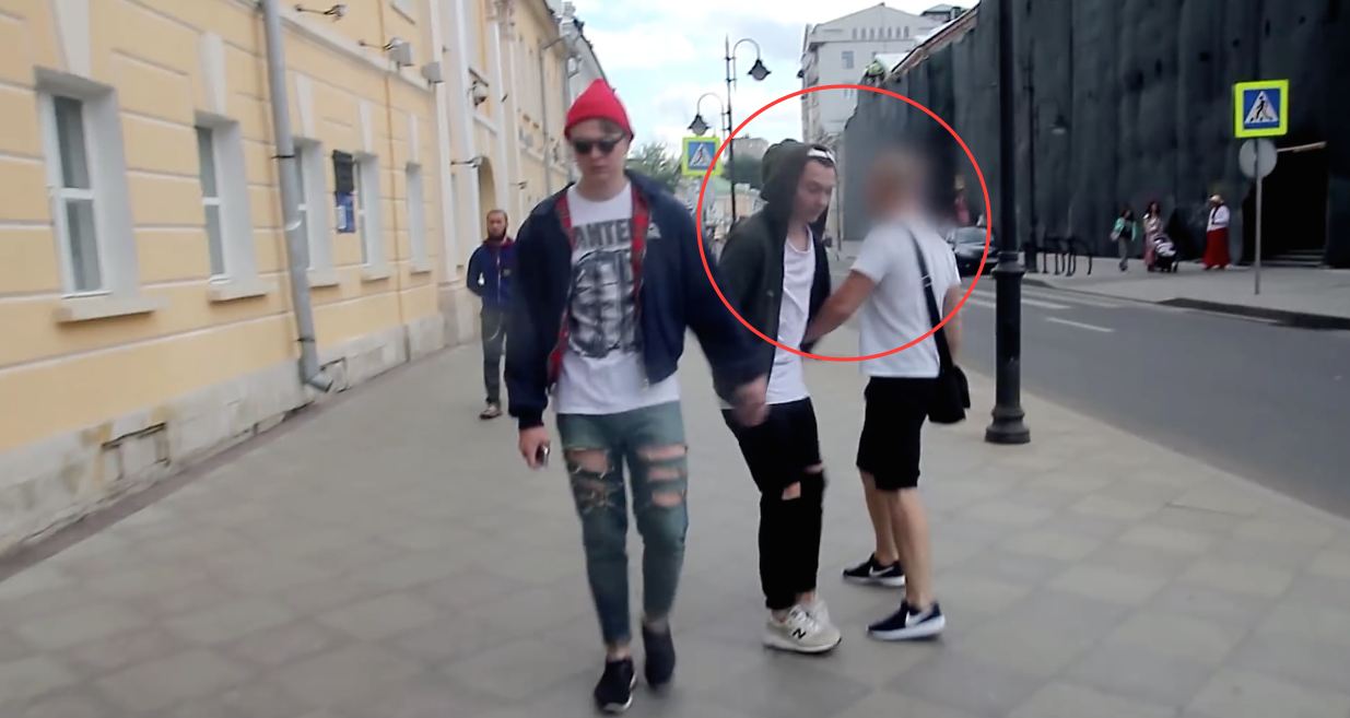 Camera-Cachee-Couple-Gay-Moscou-Russie-1