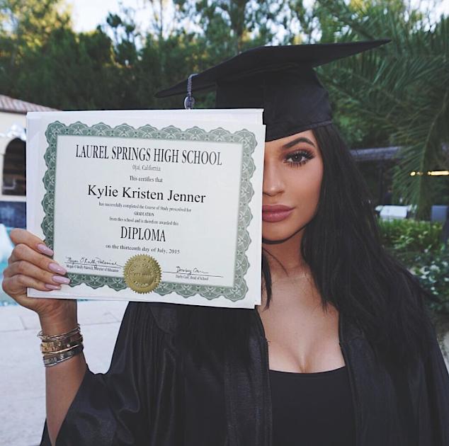 Kylie-Jenner-Diplome-0