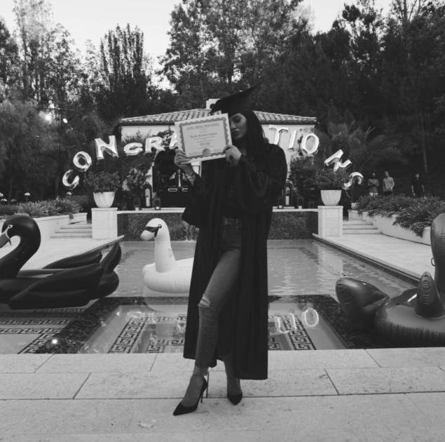 Kylie-Jenner-Diplome-4