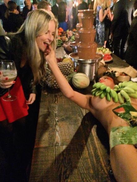 Australie-Bar-Femmes-Nues-Plats-Fruits-4