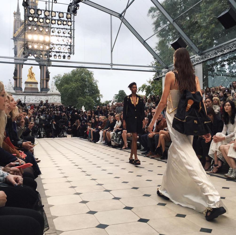 Defile-Burberry-Fashion-Week-London-2015-1