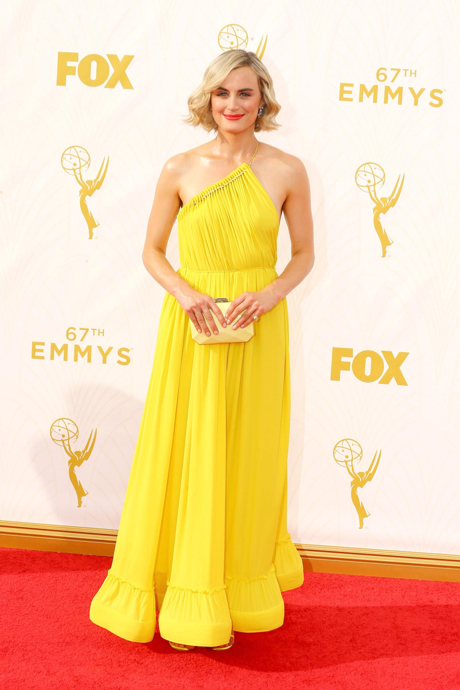 Emmys-2015-Taylor-Schilling