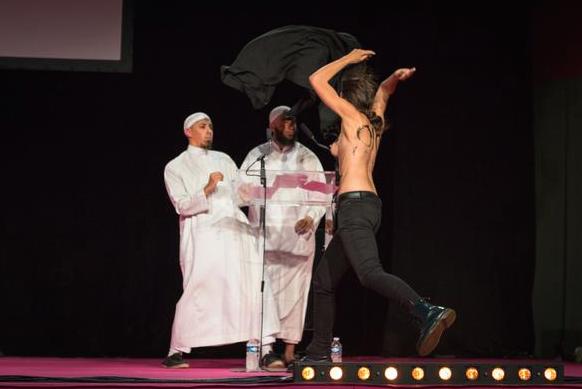 Femen-Salon-Musulman-Val-Oise-1