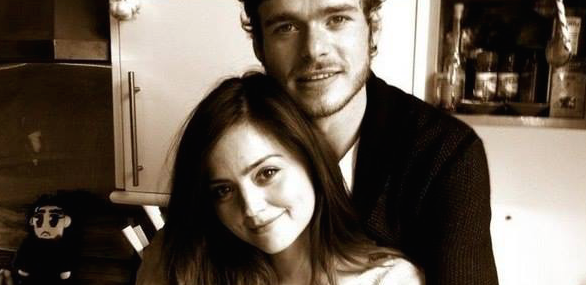 Jenna-Coleman-Richard-Madden-Couple-3-Bis