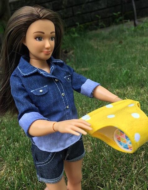 Lammily-Barbie-Regles-4