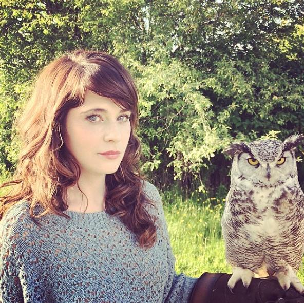 Megan-Fox-Zooey-Deschanel-New-Girl-2