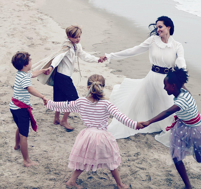 Angelina-Jolie-Famille-3