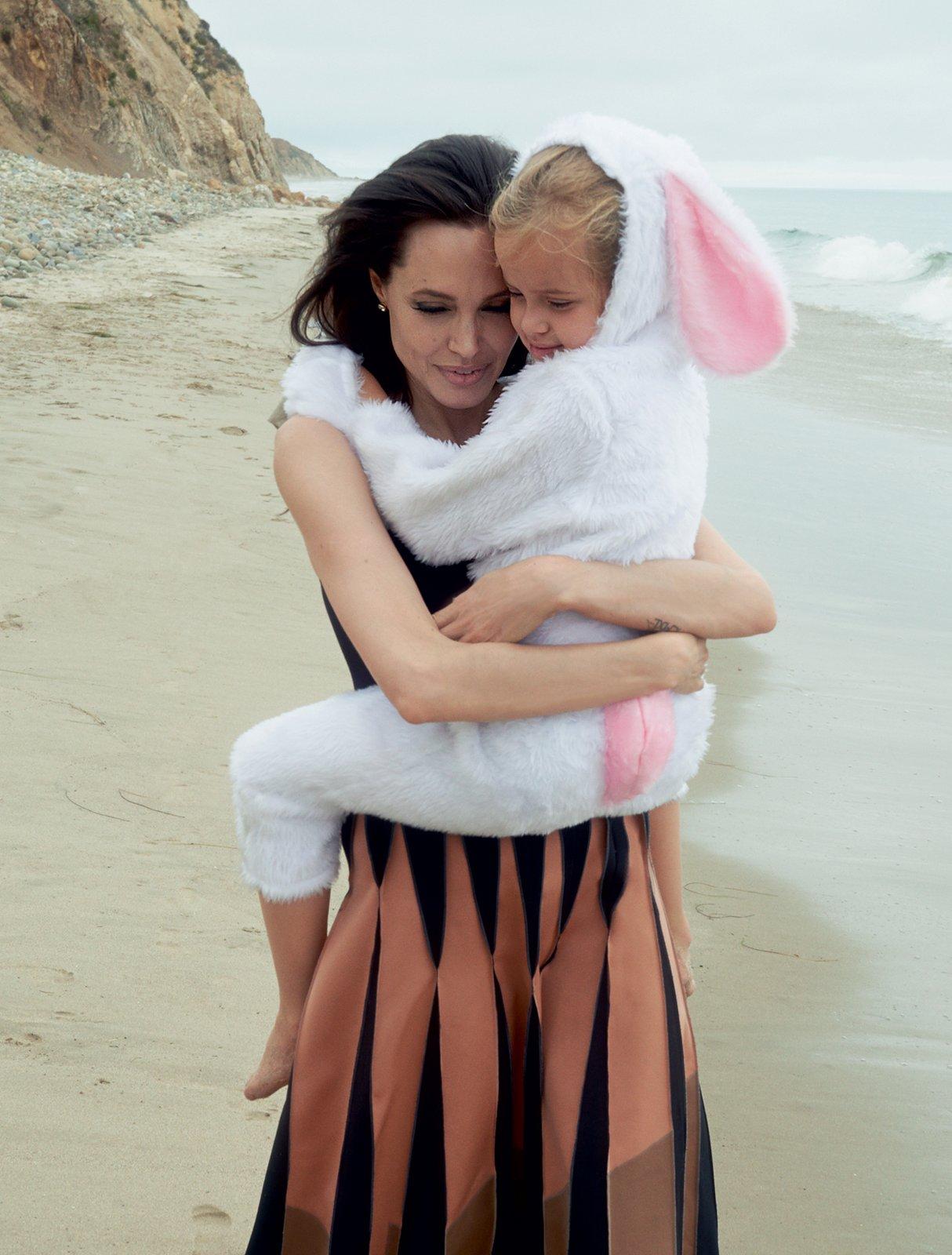 Angelina-Jolie-Famille-4