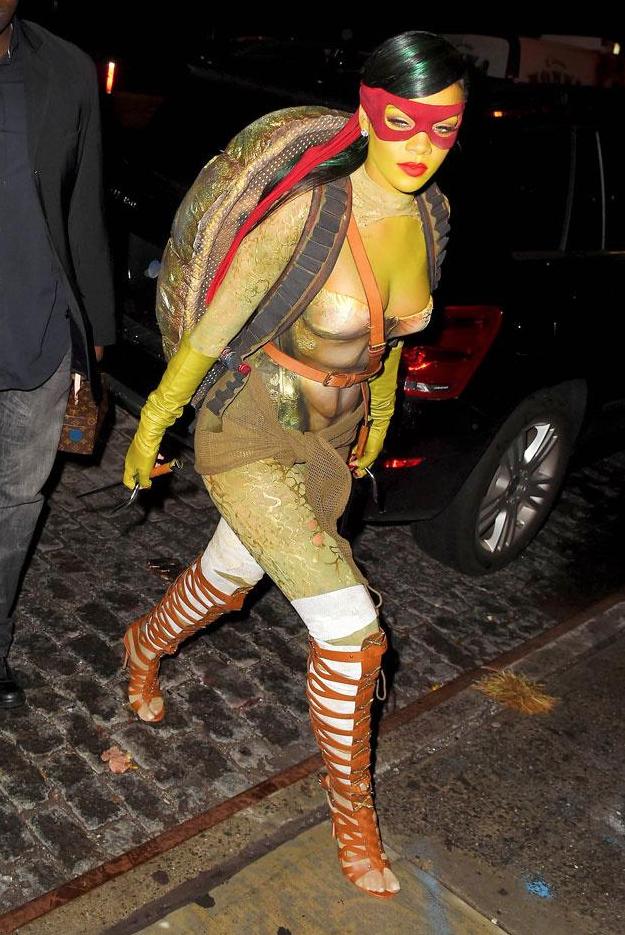 Halloween-2015-Rihanna