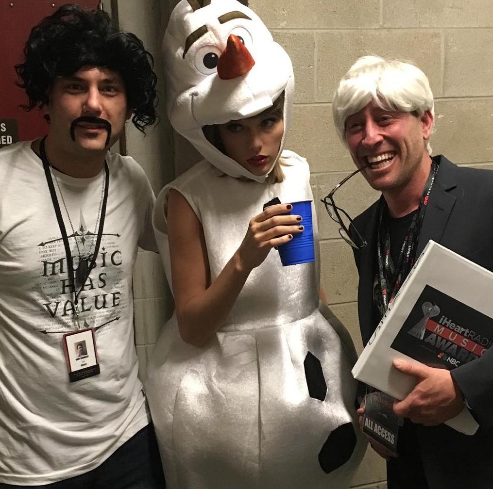 Halloween-2015-Taylor-Swift-Olaf-2