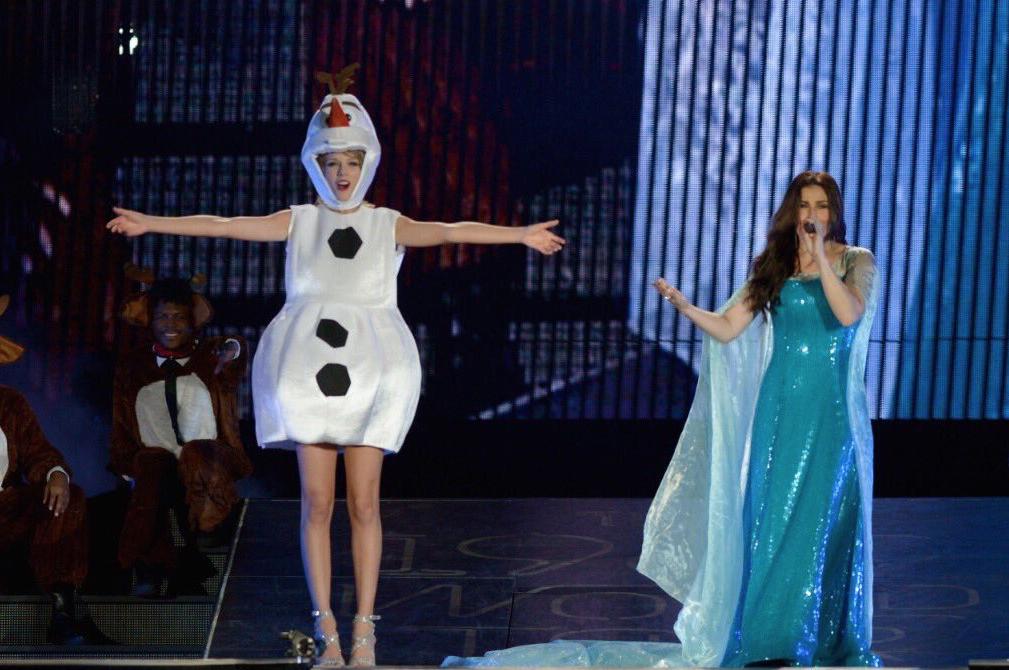 Halloween-2015-Taylor-Swift-Olaf-3
