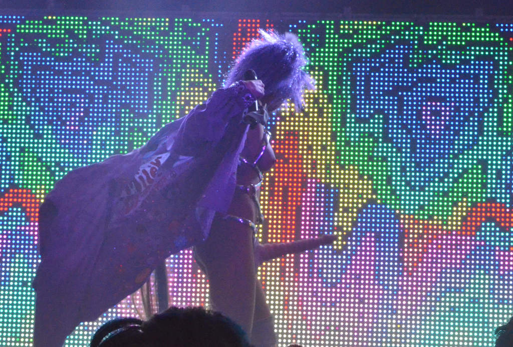 Miley-Cyrus-Gode-Ceinture-2