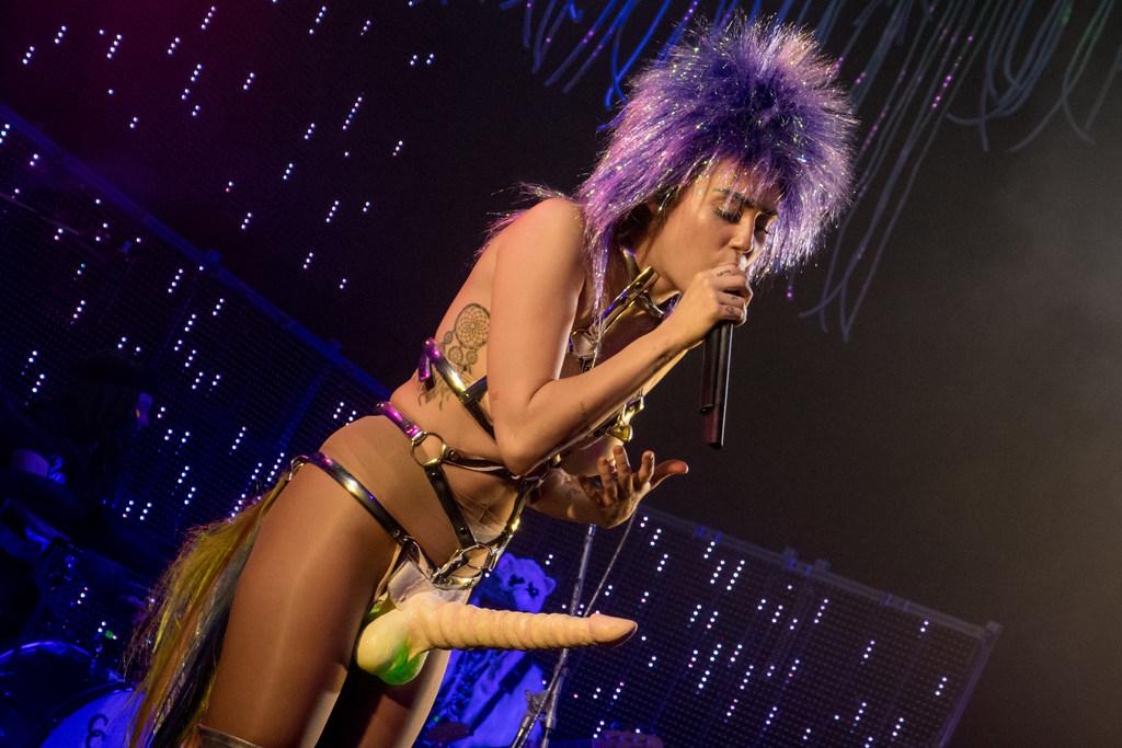 Miley-Cyrus-Gode-Ceinture-4