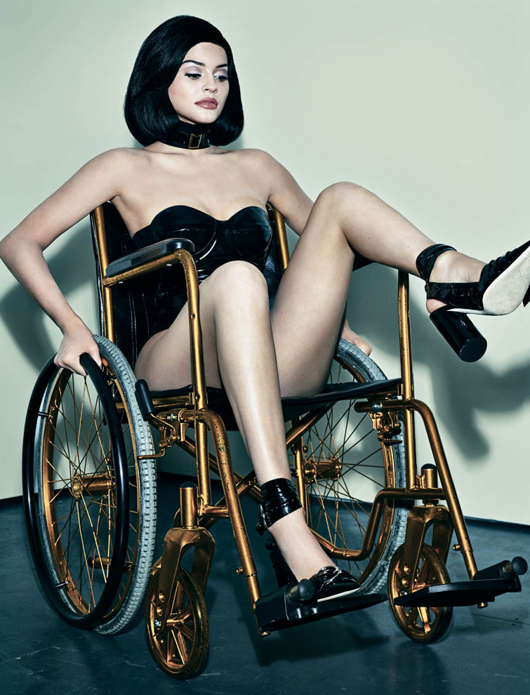 Kylie-Jenner-Fauteuil-Roulant-Interview-2