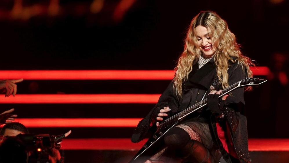 Madonna-Place-Republique-1