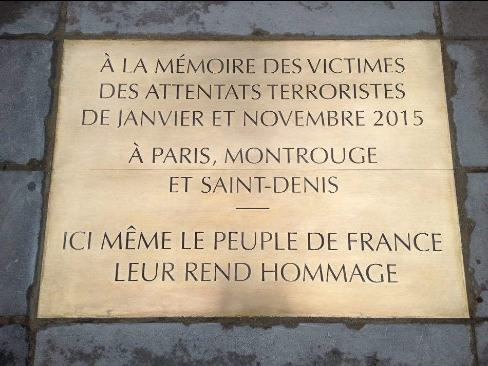 Hommage-Attentats-Janvier-Novembre-2015-Republique-1