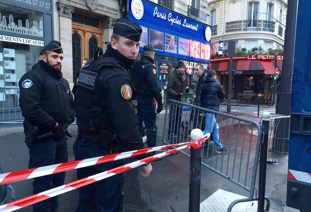 Hommage-Attentats-Janvier-Novembre-2015-Republique-6