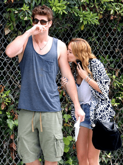 Miley-Cyrus-Liam-Hemsworth-Couple-Fiancailles-4
