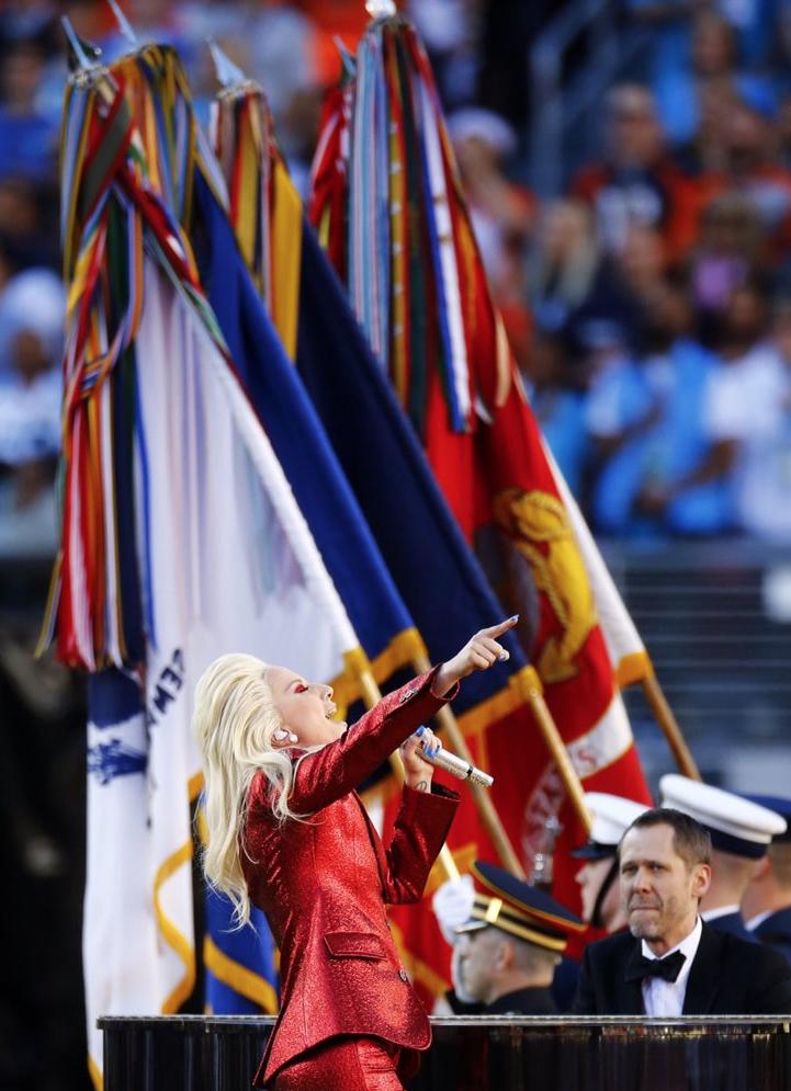 Lady-Gaga-Hymne-National-Super-Bowl-2016-1