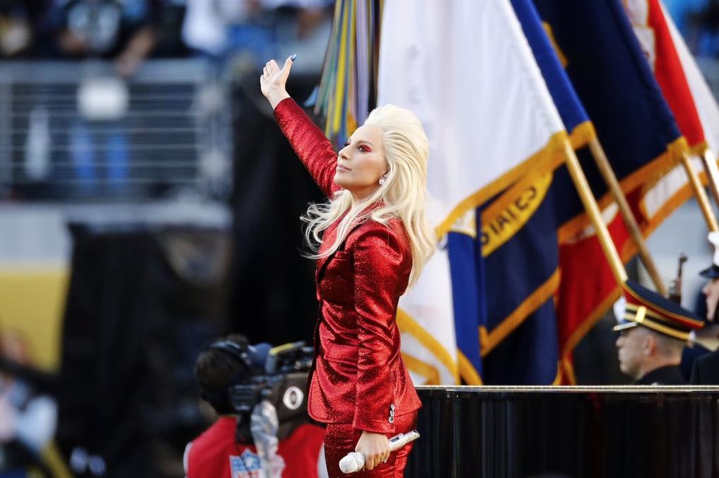 Lady-Gaga-Hymne-National-Super-Bowl-2016-4