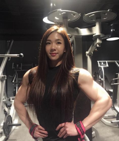 Yeon-Woo-Jhi-Bodybuilding-Coreenne-2