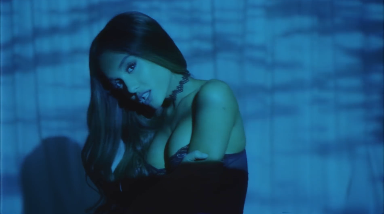 Ariana-Grande-Dangerous-Woman-MV-Visual-I-1