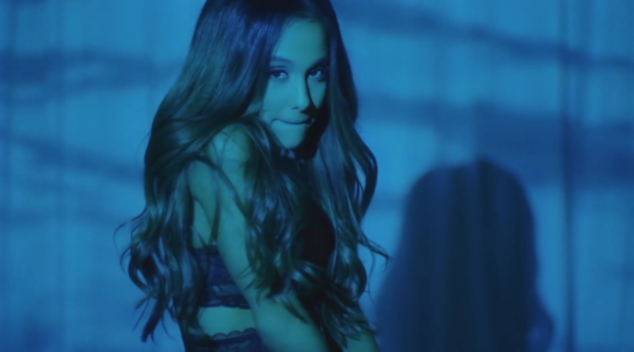 Ariana-Grande-Dangerous-Woman-MV-Visual-I-3