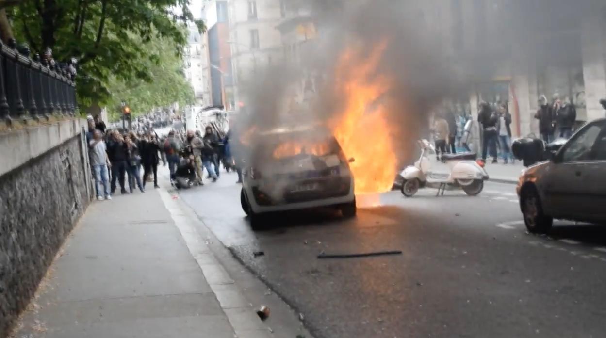 Voiture-Police-Incendie-Paris-Casseurs-1