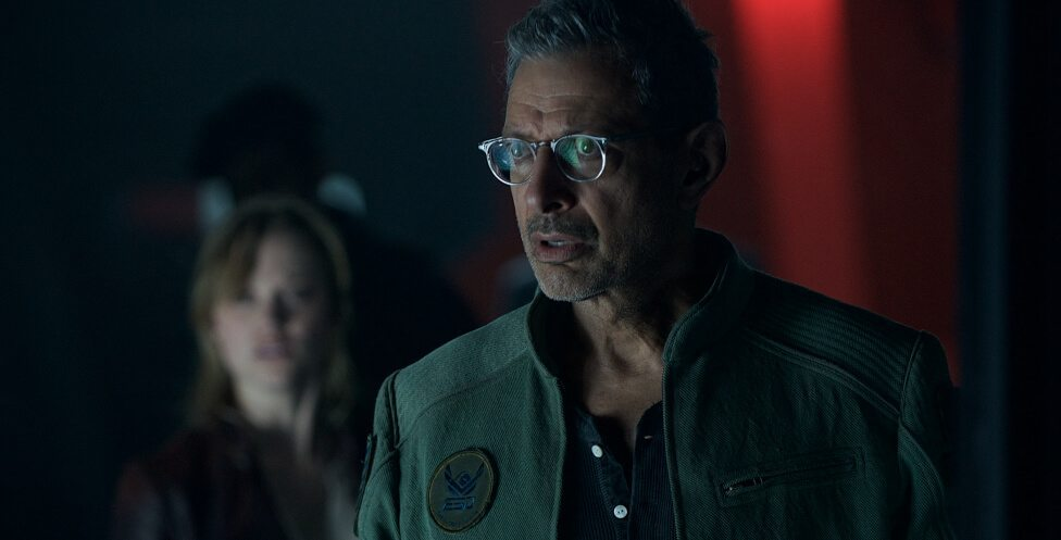 Independence-Day-2-Review-1