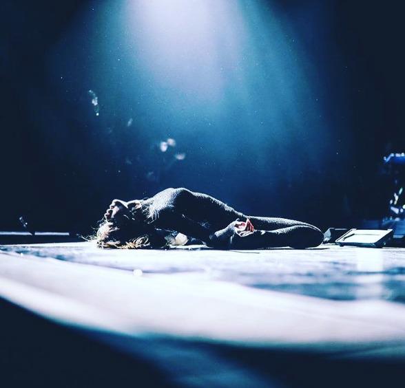Selena-Annulation-Concert-Paris-2