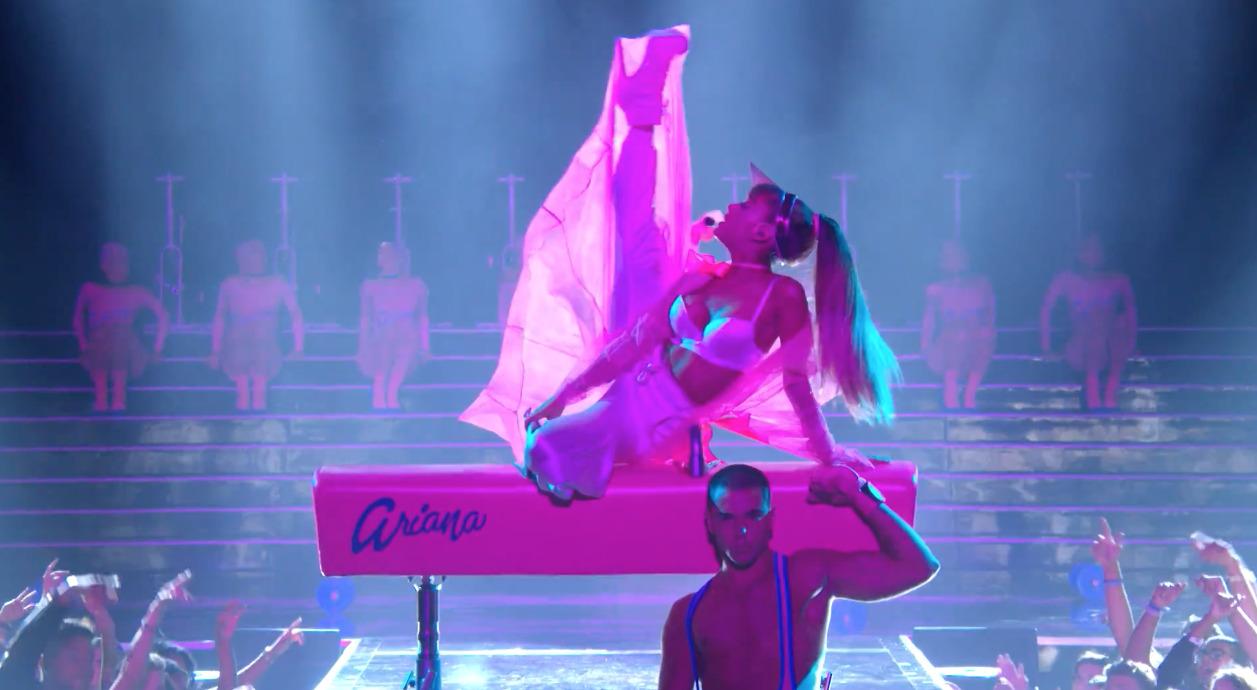 Side-To-Side-Ariana-Nicki-2
