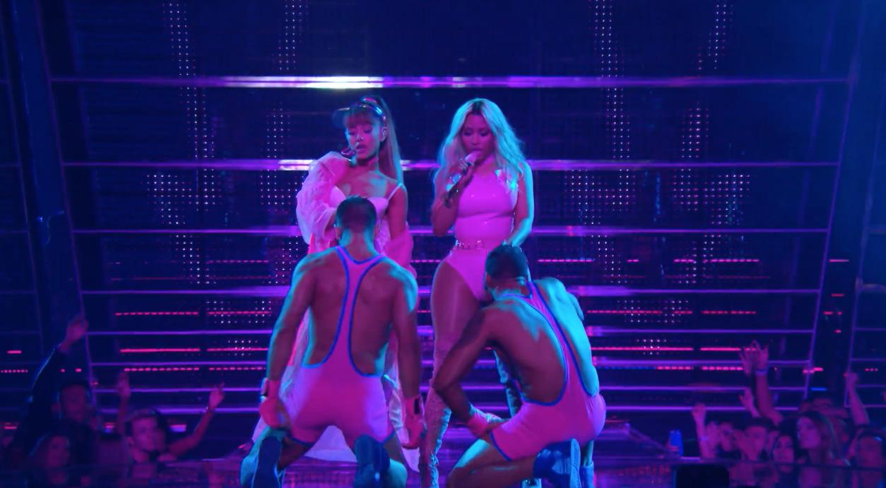 Side-To-Side-Ariana-Nicki-3