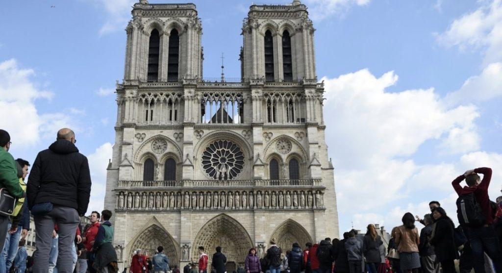 Notre-Dame-Voiture-Gaz-1